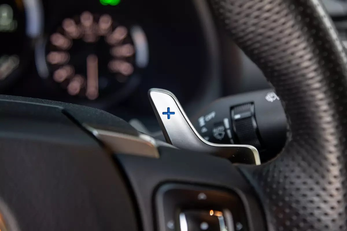 lexus-rc-f-track-edition-2020-21-detail--interior--paddle-shifter--steering-wheel.jpg