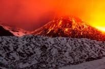 Una notte di novembre 2013 durante un'attività esplosiva sul cono del Cratere di Sud-Est.