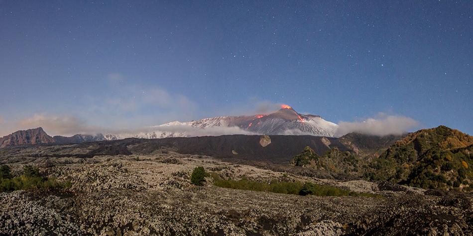 Due colate di lava verso la Valle del Bove il 16 dicembre 2013.