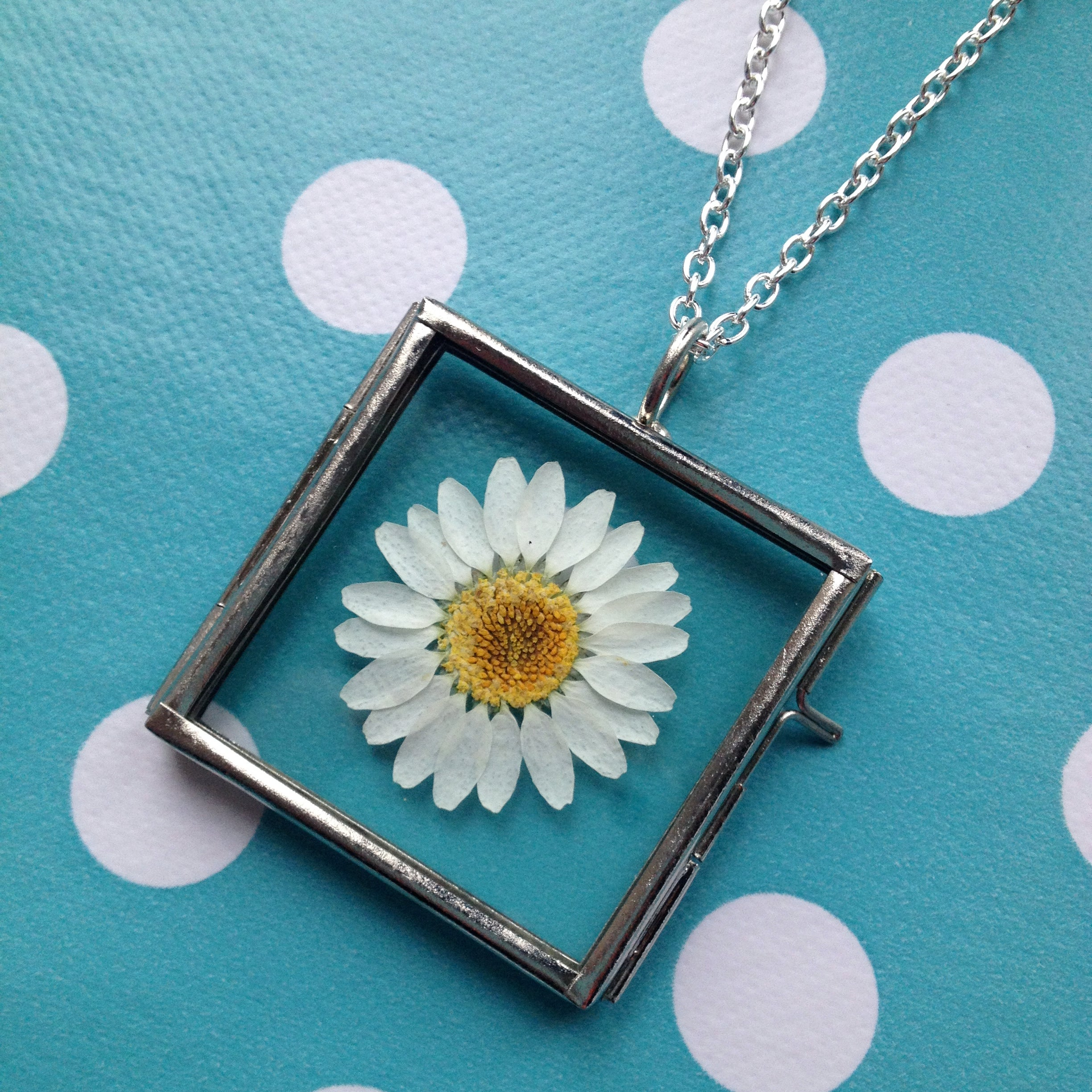 Image of Pressed Flower Pendant Necklace - Daisy