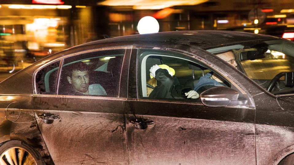 Tukholman iskusta epäilty Rakhmat Akilov kuvattuna poliisiautossa.