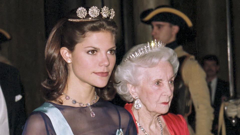 Kruununprinsessa Victoria ja Prinsessa Lilian.