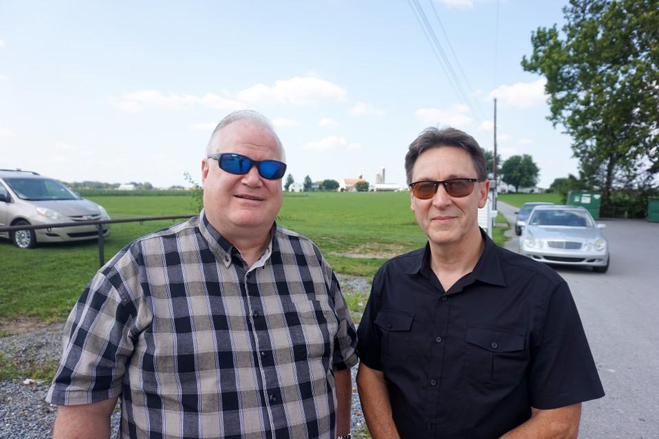 Greg Bailey (vasemmalla) ja Jeff O´Neill pitävät Trumpia yrittäjien presidenttinä, joka tuulettaa Washingtonin poliittisia piirejä.
