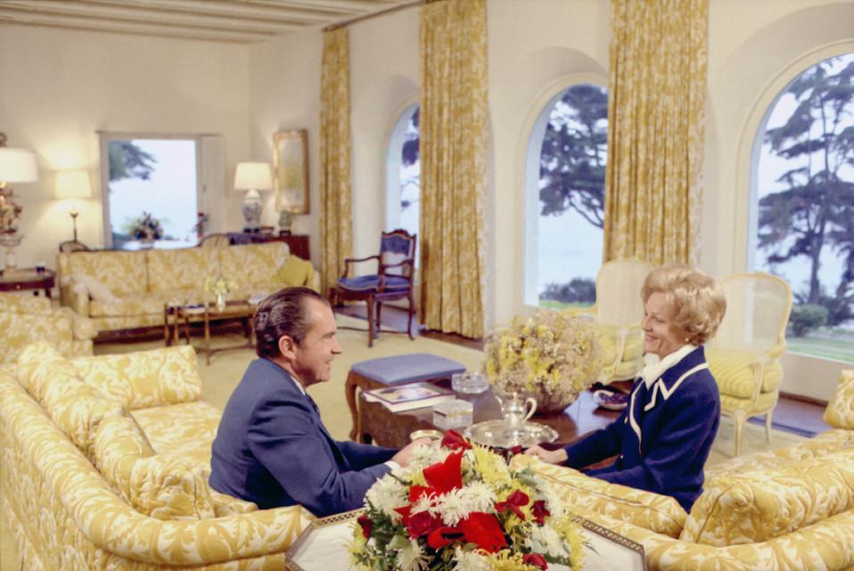 Richard Nixon ja Pat Nixon San Clementen kodissaan 1960-luvulla.