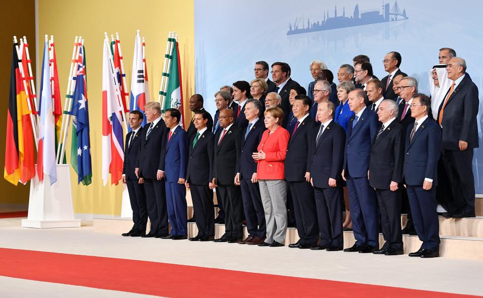 G20-kokouksen ryhmäkuva.