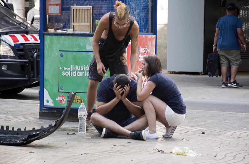 Pakettiauto ajoi tahallaan jalankulkijoiden päälle Las Ramblasissa.