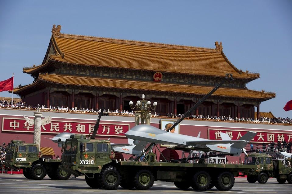 kiinalaisia lennokkeja paraatissa punaisella torilla