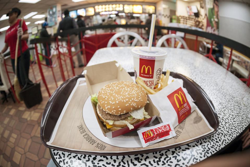 Big Mac -ateria McDonald`sin ravintolassa.