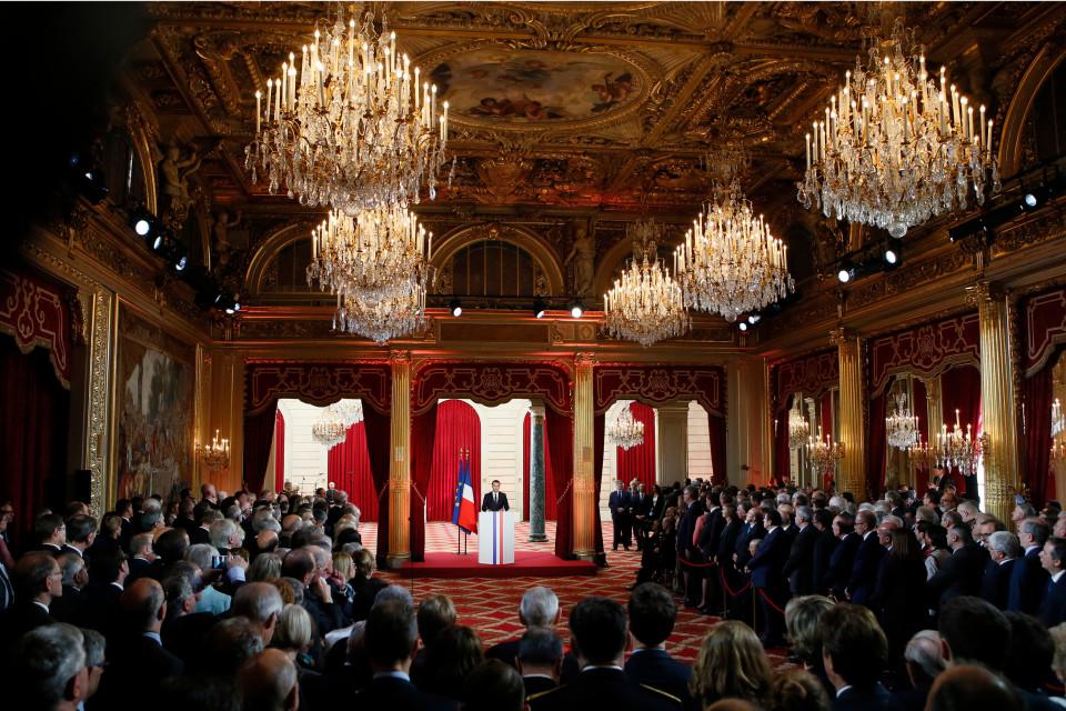 Macron pitää virkaanastujaispuhetta.