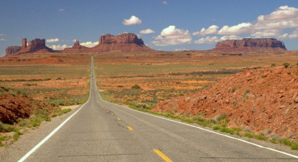 This is the road heading into Monument Valley from the north.