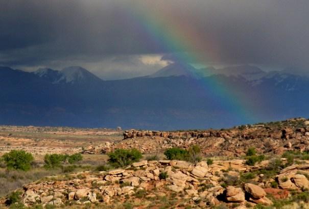 moab-rainbow-la-sal