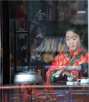 Tea performance in Chengdu