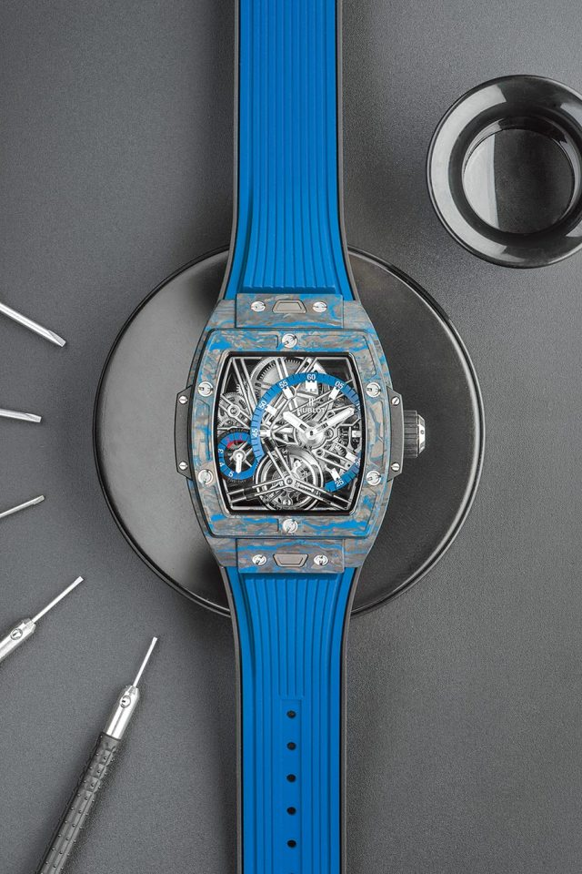 HUBLOT Spirit of Big Bang陀飛輪腕表(藍色碳纖維款),294萬3000元。(HUBLOT提供)