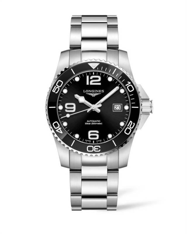 曹晏豪在戲中配戴浪琴表HydroConquest深海征服者系列陶瓷圈腕表,5萬1900元。(Longines提供)