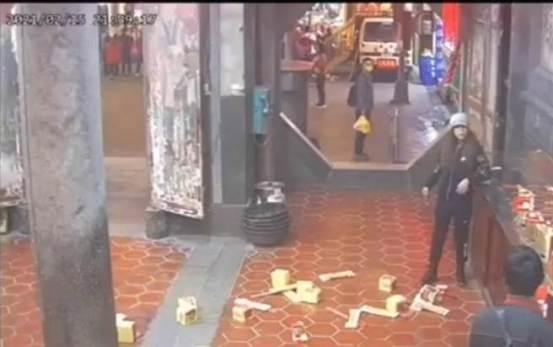 鹿港-中石-天狮天后宫的焚香姐妹踢火炉和焚香