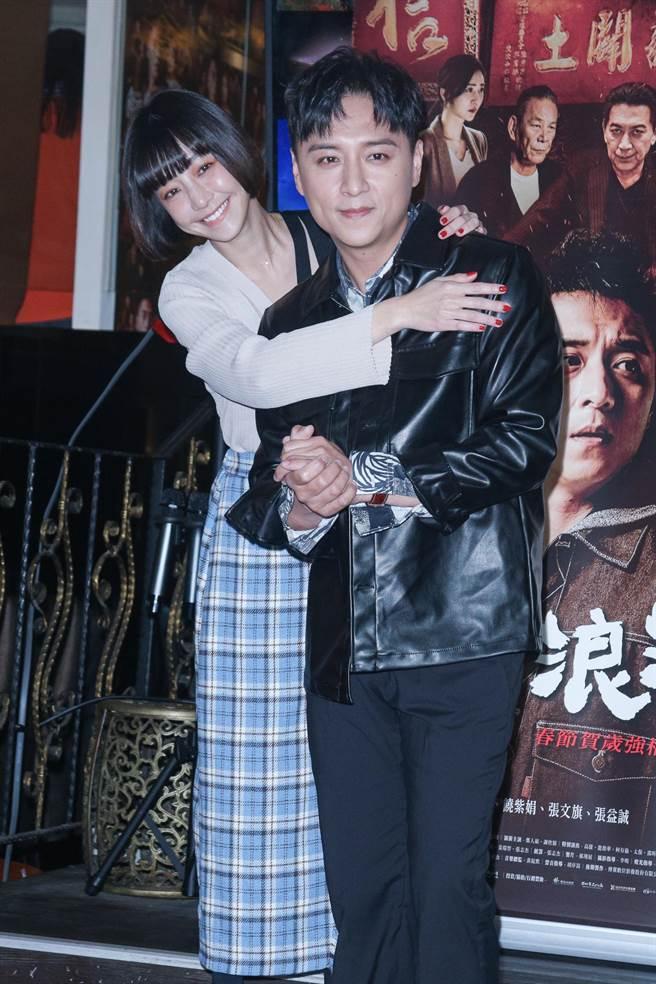 謝欣穎(左)終於合體鄭人碩宣傳電影。(吳松翰攝)