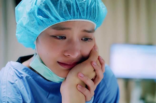 葉星辰目睹胡宇威中槍崩潰痛哭。(東森提供)