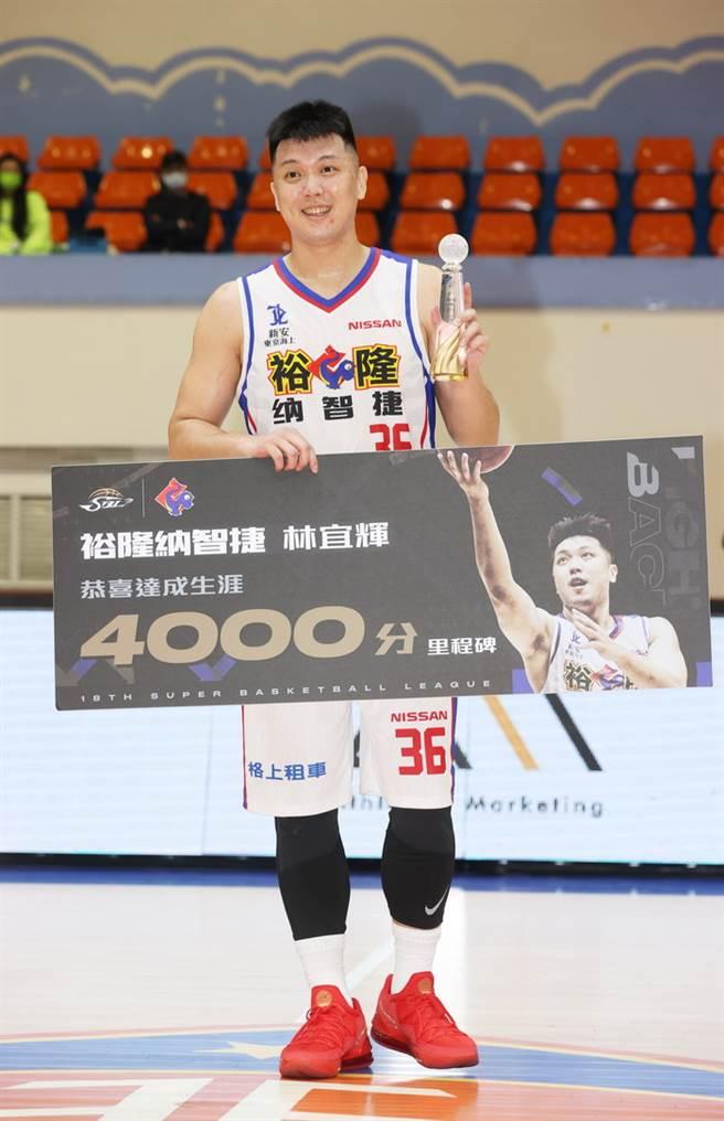 裕隆前鋒林宜輝成為SBL史上第5位得分破4000大關的球員。(中華籃協提供)