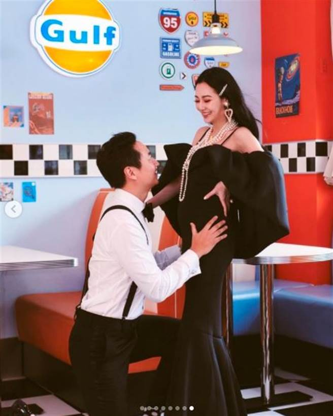 王思佳被老公捧著肚子,看起來相當甜蜜。(圖/翻攝自IG)