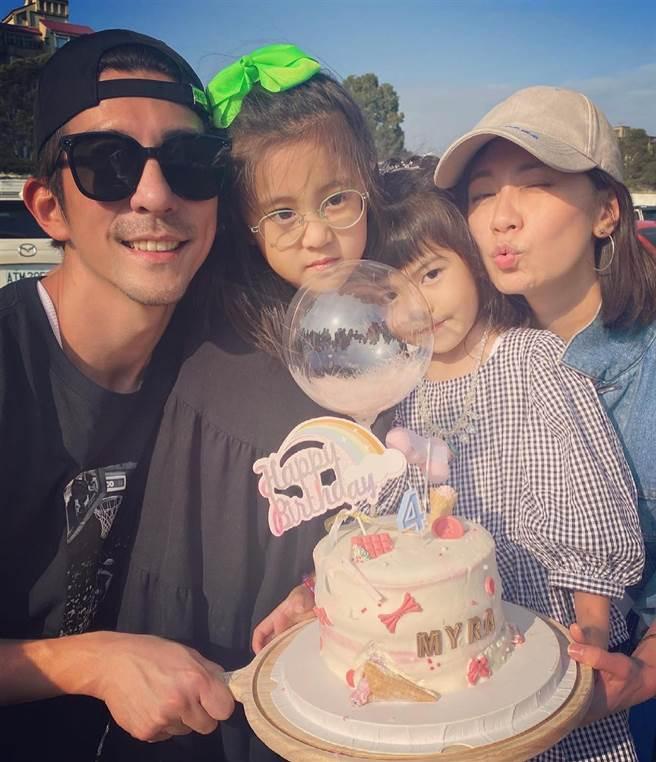 一家人替Bo妞慶祝4歲生日。(圖/翻攝自臉書)