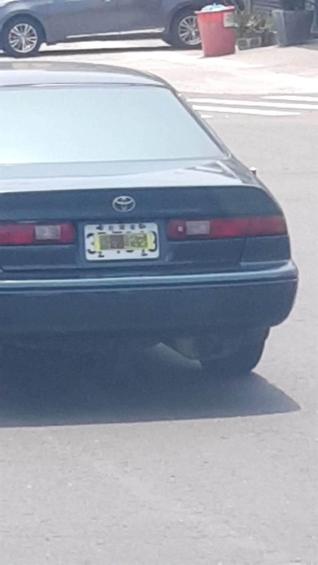 眼神敏锐的网民发现,与大多数将干净的香炉棒贴在车身上的车队不同,神童队的某些车辆实际上直接将香炉棒贴在车体上,并贴上车牌盖住车体。  (摘自