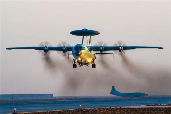 """我们的空军尖叫着从台湾赶出这架联合飞机,并淹死了:""""他们很快就能适应。""""  -两岸中国时报新闻"""