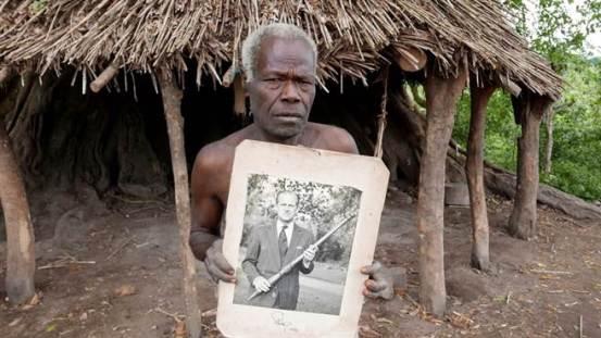 最终他得知山神费利佩的儿子已经去世,太平洋岛屿国家的土著人因痛苦而哭泣。
