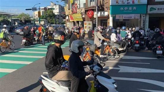 台湾道路上的景象变得如此红,以至于国外的村民在看完之后都叹了口气:我很-愧-生活-中世新闻网