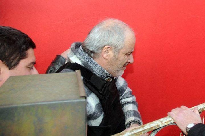 Una imagen de Gustavo Prellezo, uno de los autores del crimen de José Luis Cabezas, cuando fue llevado a la casa de su padre en Los Hornos. (Télam).