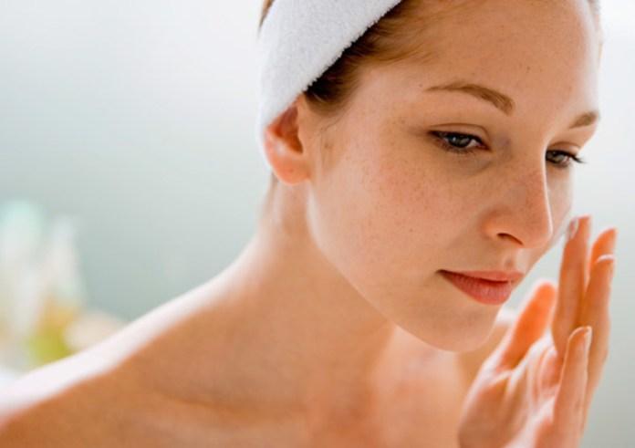 El aceite de coco es un gran antioxidante contra el envejecimiento prematuro de la piel.