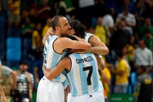 Campazzo, junto a Manu Ginóbili y Luis Scola, en los Juegos Olímpicos de Rio 2016. Foto: Maxi Failla