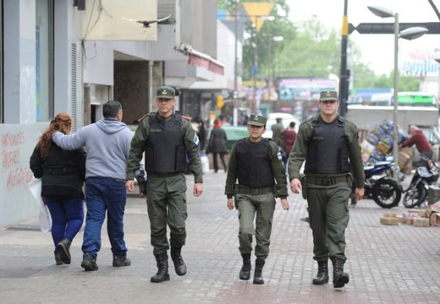 Gendarmes recorren Quilmes, en 2016.