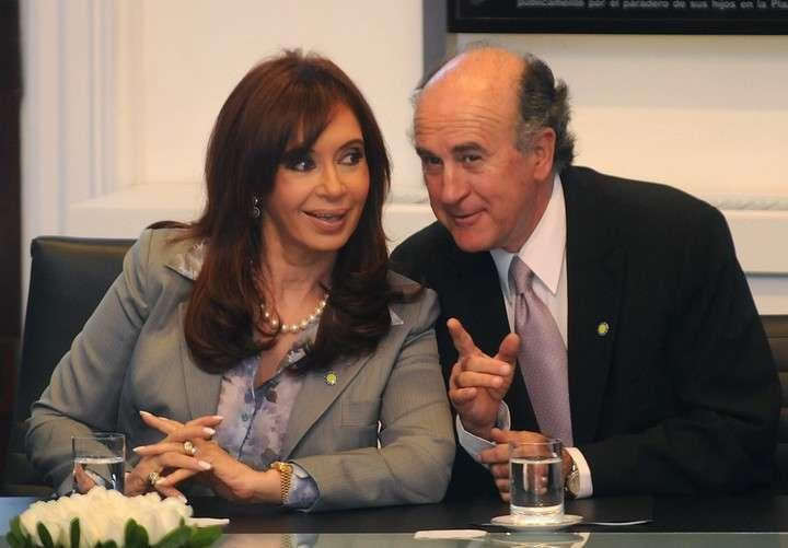 Cristina Kirchner and her faithful Oscar Parrilli.  Clarín Archive