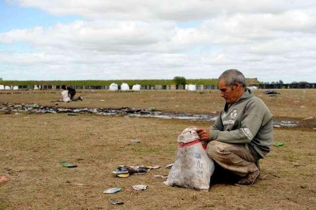 Olavarría: nadie vigila el predio de la tragedia, está lleno de basura y ya juntaron 6.500 kilos de latas