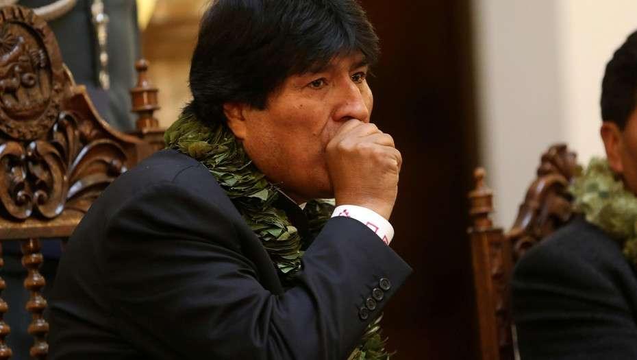 """Evo Morales viaja """"con urgencia"""" a Cuba mientras cae su popularidad"""