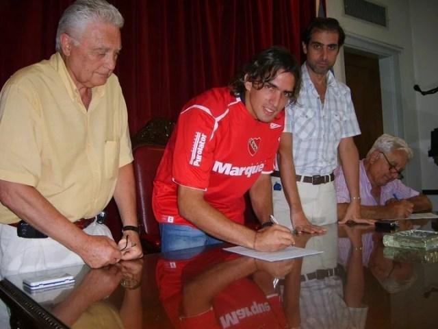 Carlos Baez Appleyard, el ex Independiente que se hizo barra y quedó detenido en Perú