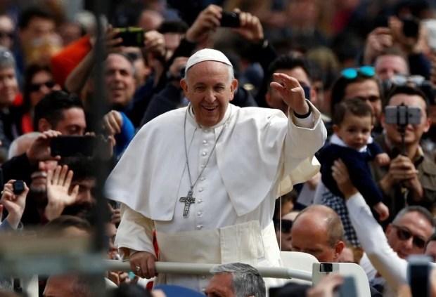 El Papa en la Plaza de San Pedro (Reuter)