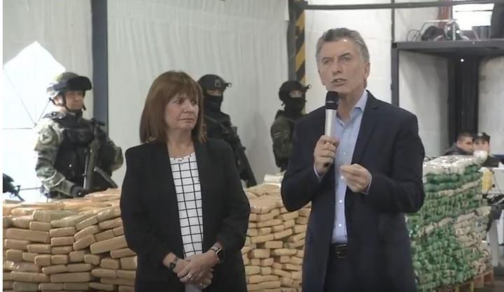 El presidente Mauricio Macri, junto a la ministra de Seguridad, Patricia Bullrich. Foto: Telam
