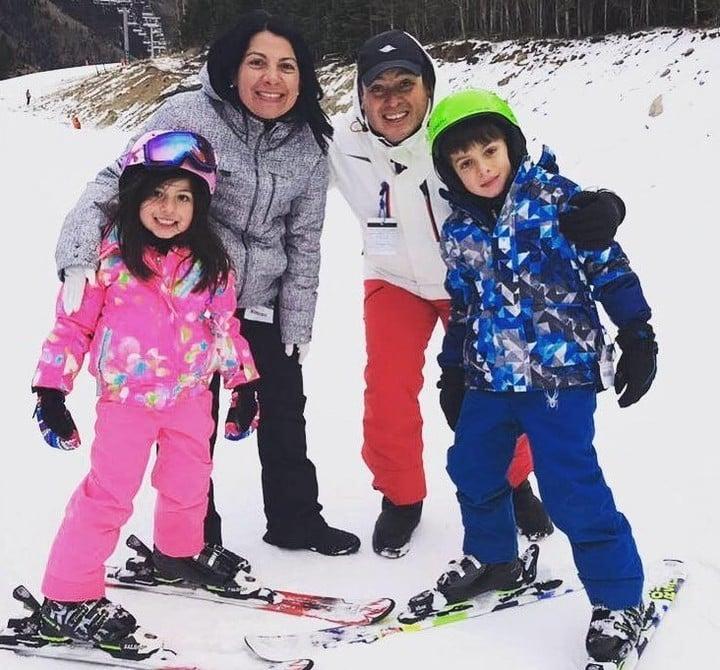 Gilberto, Verónica, Mía y Diego, hace dos años, en Bariloche