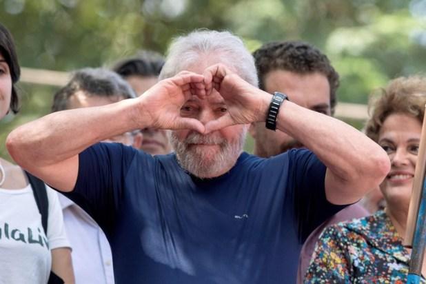 Luiz Inácio Lula da Silva a su llegada para un servicio religioso antes de ingresar a prisión, en abril de este año. EFE