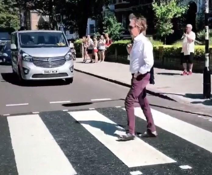 McCartney volvió a transitar la famosa senda peatonal el 22 de julio. Pero al revés. ¿El comienzo de un nuevo misterio?