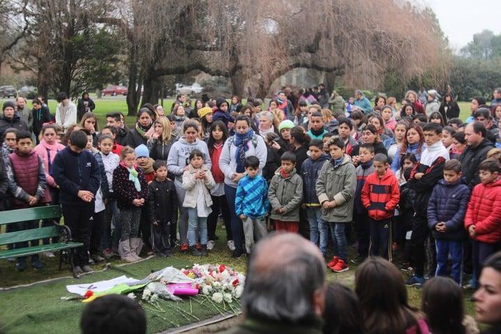 El entierro de Sandra, la vicedirectora que murió por la explosión. Foto: Mario Sayes.