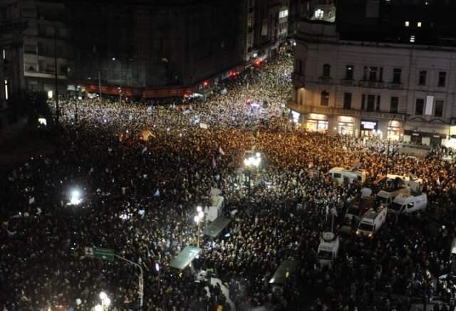 Marcha en el Congreso para pedido de desafuero a la senadora Cristina fernandez Kirchner y la Ley extinción dominio. (Federico López Claro)