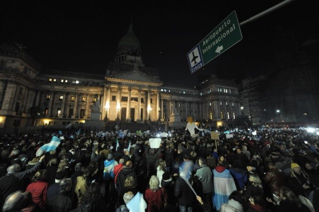 Marcha frente al Congreso. Foto: Federico López Claro