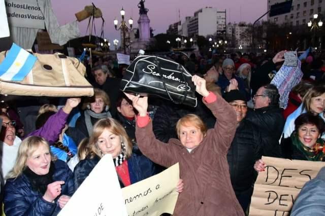 Marcha en el congreso para pedido de desafuero a la senadora Cristina fernandez Kirchner y Ley extinción dominio. (Marcelo Carroll)