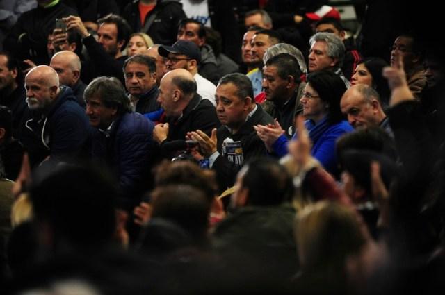 Luis Delía también asistió al acto en Ferro. Foto Fernando de la Orden.