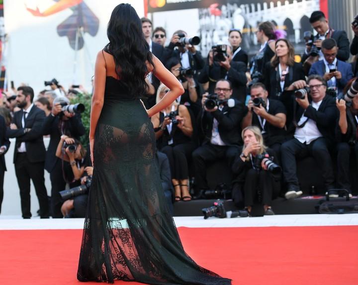 """Georgina Rodríguez, llega a la ceremonia de apertura y proyección de la película """"First Man"""". (Foto: EFE/Ettore Ferrari)."""