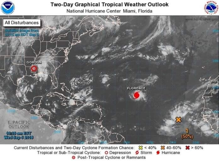 Imagen cedida por el Centro Nacional de Huracanes que muestra el emplazamiento del huracán Florence por el Atlántico y la depresión tropical Gordon en la zona central de Mississippi (EE.UU.). / EFE