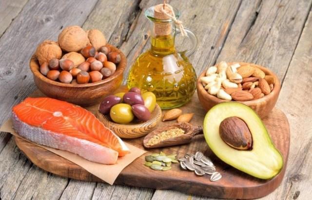 La dieta ceto es alta en grasas y proteínas y baja en carbohidratos.