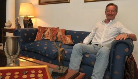 A sus 73 años, Andrés Roberto Calonje guarda el recuerdo de su notable campaña en el atletismo. (Foto: Mauricio Nievas)